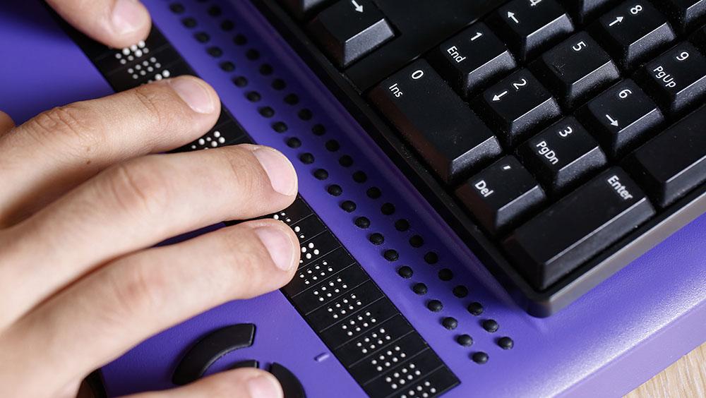 toetsenbord met brailleregel