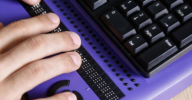 Toetsenbord met braille leesregel