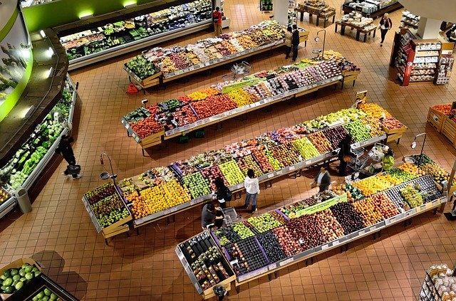 Foto overzicht fruitafdeling van de supermarkt