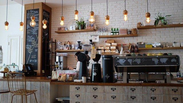 Foto van het interieur van een koffiebar