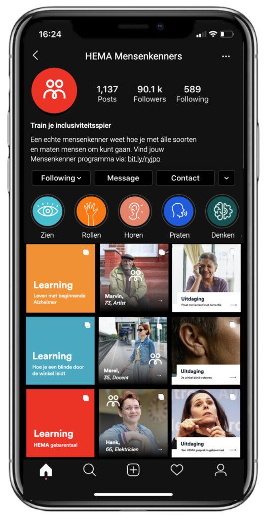 Foto van een mobiele telefoon met screenshot van mensenkenners